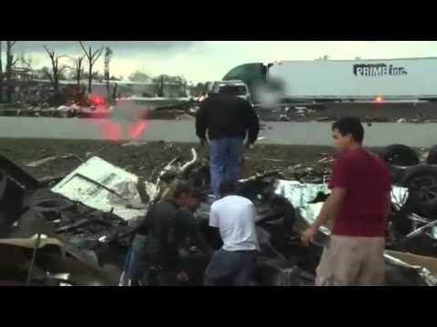 Tornade qui détruit tout sur son passage au Kansas 2014